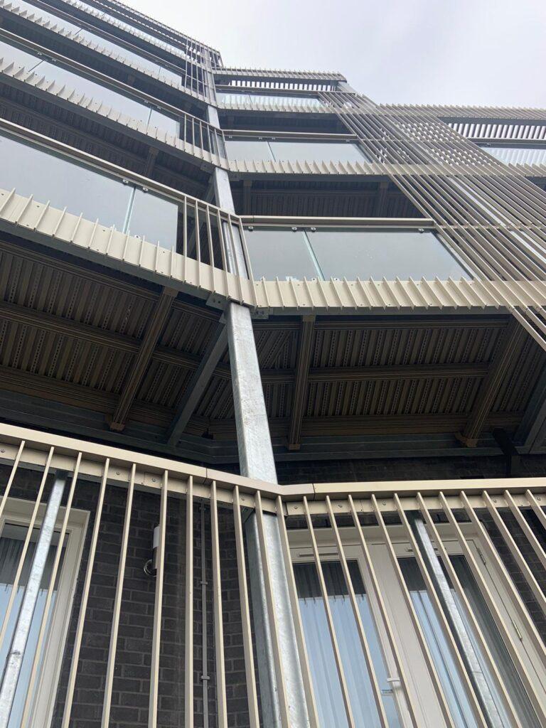 up close aluminium balustrades image
